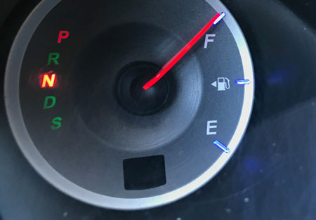 a car's full gas gauge